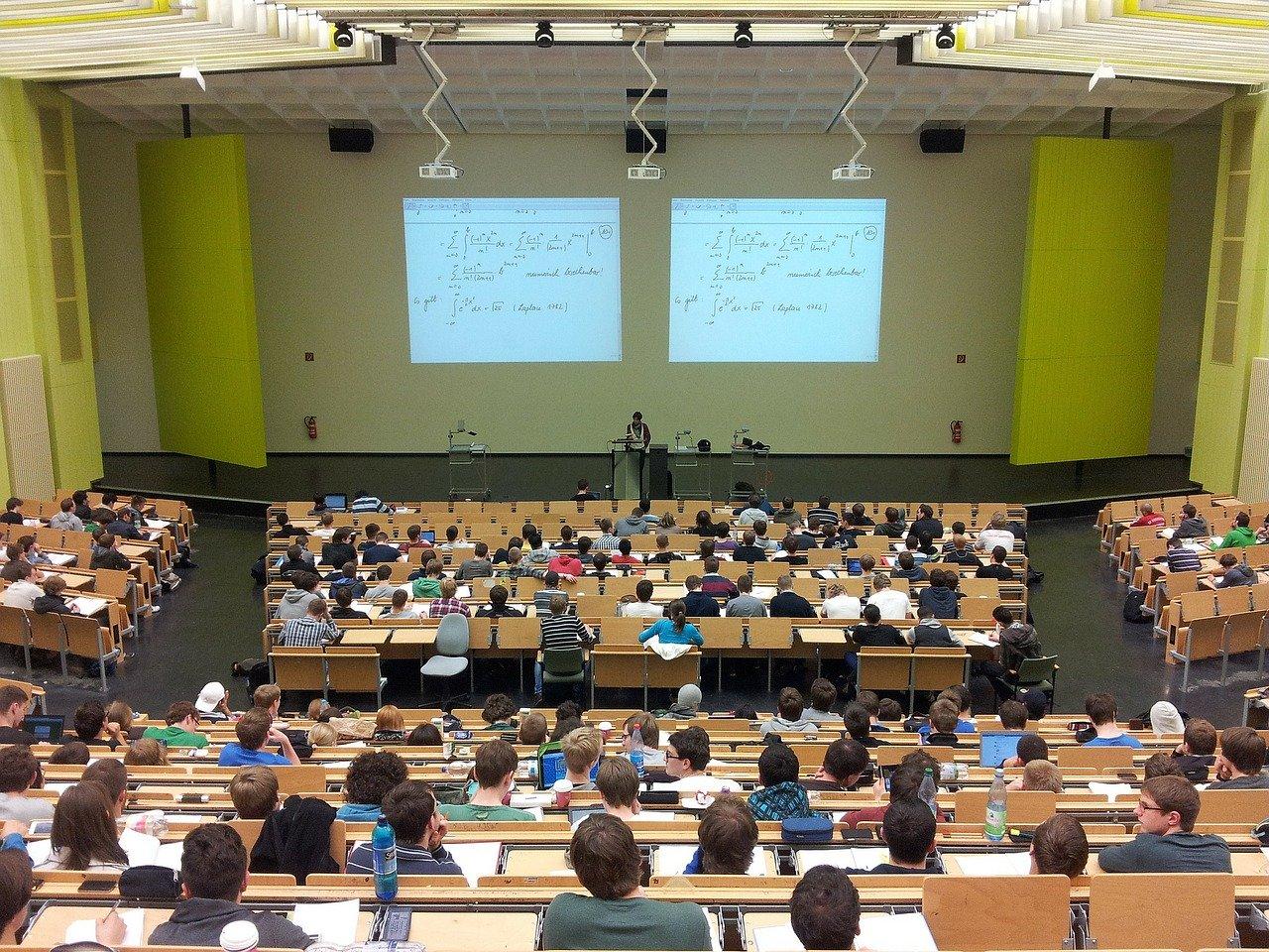 Je nutné prijať nový zákon o vysokých školách, uviedla to Slovenská rektorská konferencia