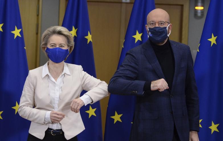 Lídri EÚ zvažujú viac obmedzení na hraniciach, dôvodom mutácia vírusu