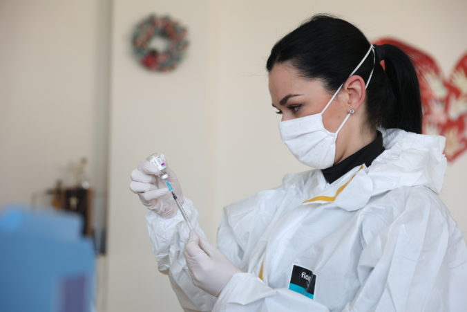 Muža omylom zaočkovali päťnásobnou dávkou vakcíny proti koronavírusu