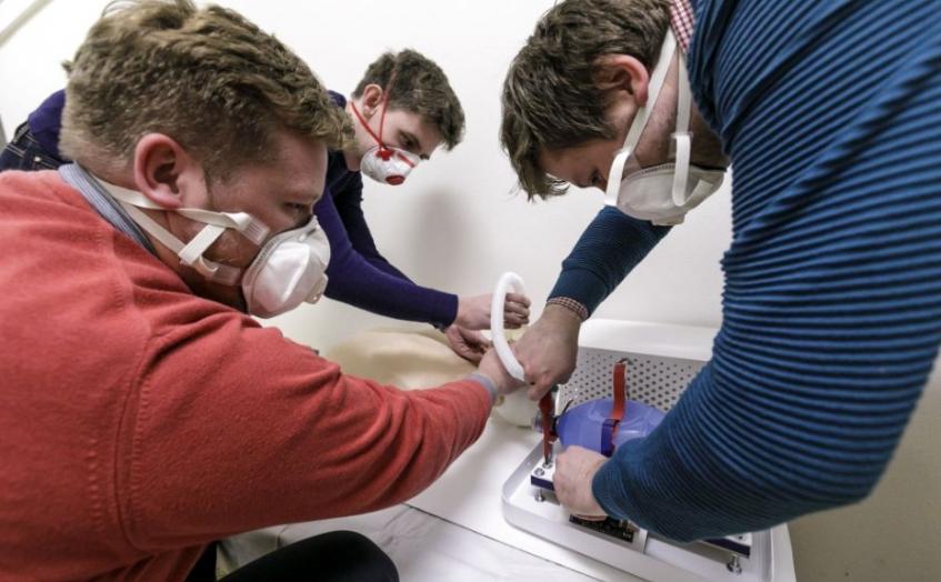 Mladí slovenskí vedci vyvinuli na čas núdze náhradu pľúcnej ventilácie