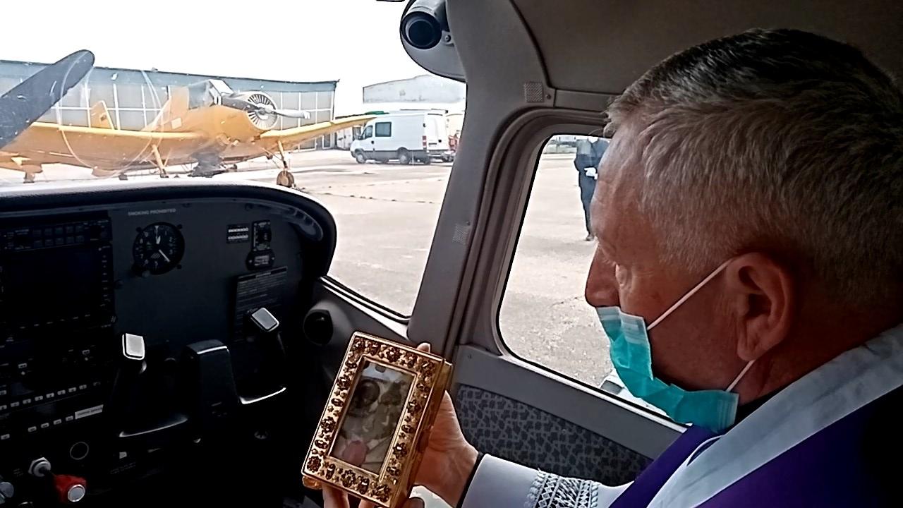Vikár Nitrianskej diecézy opäť udelí z lietadla požehnanie Slovensku