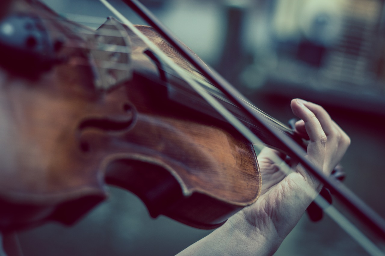 Pacientku zobudili uprostred operácie, aby zahrala na husliach