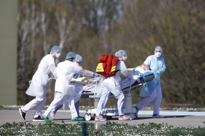 Koronavírus online: Počet prípadov na Slovensku sa zvýšil nad 200, rúška sú už povinné v Česku už majú desať vyliečených pacientov.