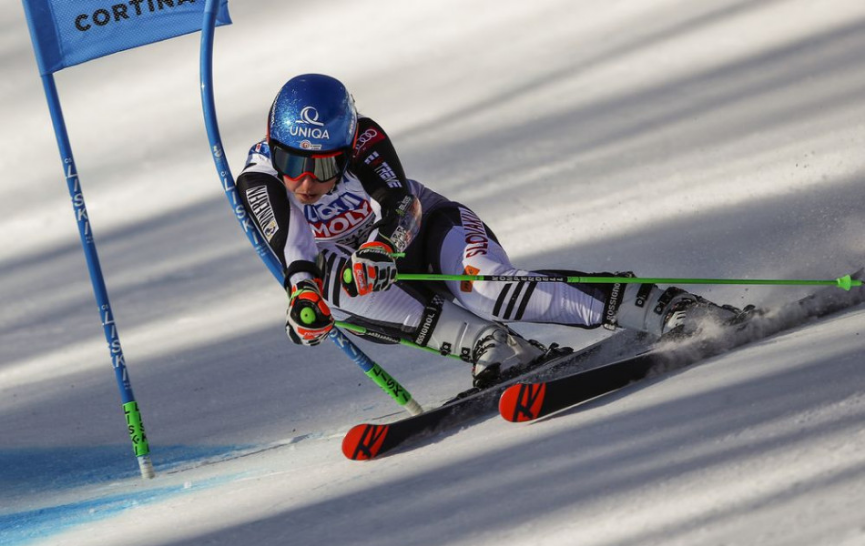 Vlhová v 1. kole obr. slalomu priebežne 11. o 1,17 s za Shiffrinovou