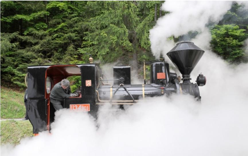 Otvorili skanzen vo Vychylovke, turisti sa môžu previesť železnicou