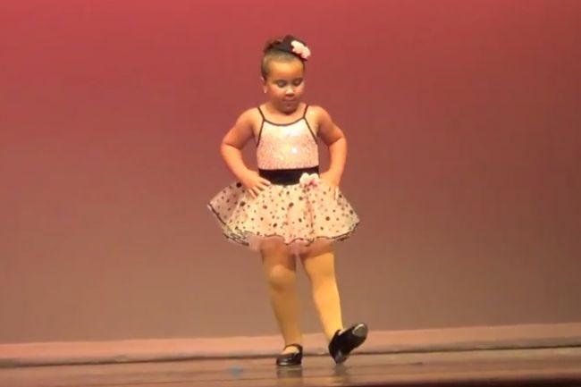 Malá baletka so svojou choreografiou valcuje internet