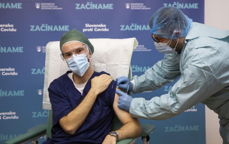 V UNB zaočkovali proti ochoreniu COVID-19 počas prvého dňa 110 ľudí