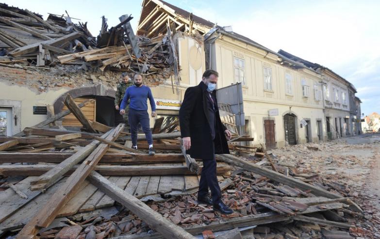 Chorvátske média oznámili, že v súvislosti so zemetrasením boli zranené osoby. Presný počet však neuviedli.