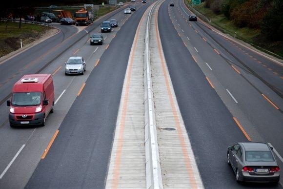 Vláda schválila zrušenie diaľničných známok
