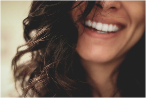 Trápia vás žlté zuby? Je tu pre vás hneď niekoľko riešení