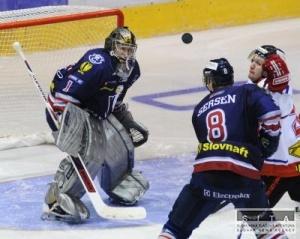 a0215133ee025 BRATISLAVA 3. októbra (WEBNOVINY) - Súhrn výsledkov piatkových stretnutí 9. kola  hokejovej Slovnaft extraligy v sezóne 2008/2009: SkiPark MHK Kežmarok - HK  ...